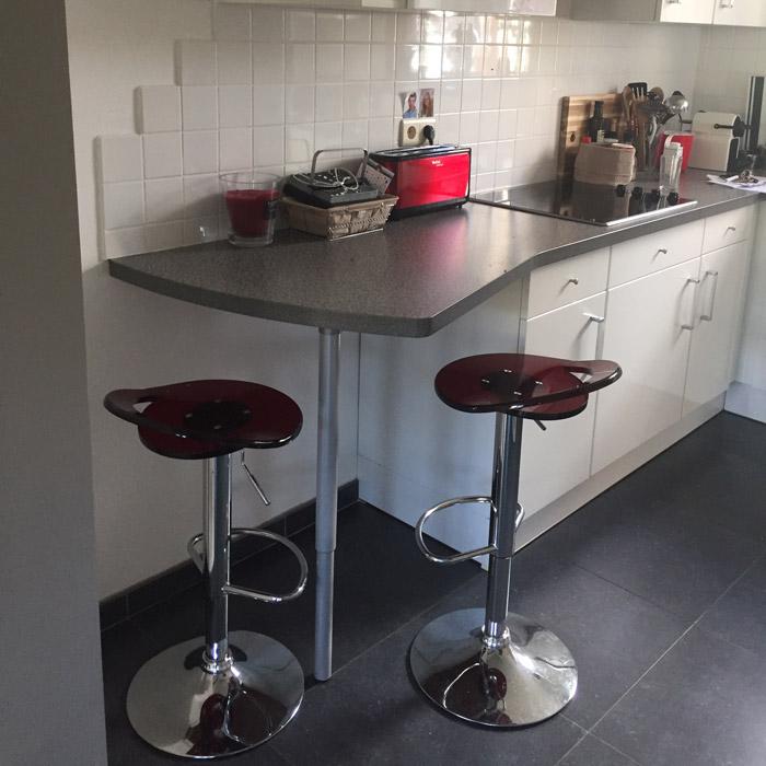 tabouret de bar moderne glamo r glable en plexiglas rouge. Black Bedroom Furniture Sets. Home Design Ideas