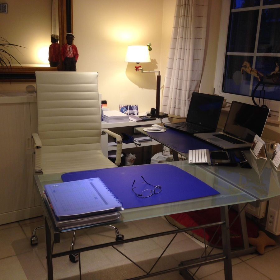 bureau d 39 angle en verre blanc job bureau informatique design. Black Bedroom Furniture Sets. Home Design Ideas