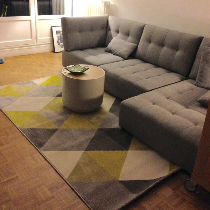 Tapis design grafik grand tapis de salon aux tons jaunes - Grand tapis de salon ...