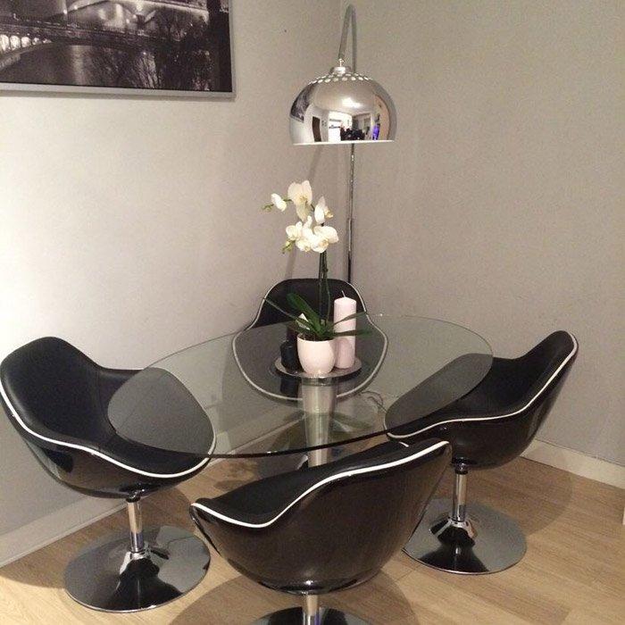 Zwarte design zetel KOK met draaibare zitschaal